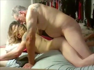 guy fucks shemale (shemale) amateur (shemale)
