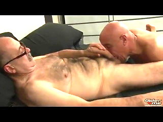 blowjob (gay) Closing the office bareback (gay)